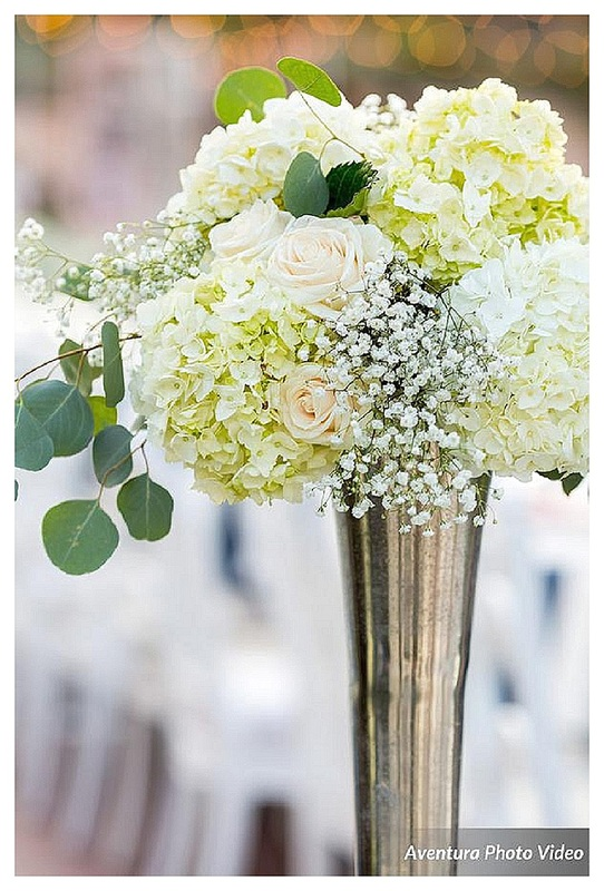 colorado wedding planner, denver wedding coordinator, wedding planner in Denver, colorado mountain wedding planner, elegant white centerpieces