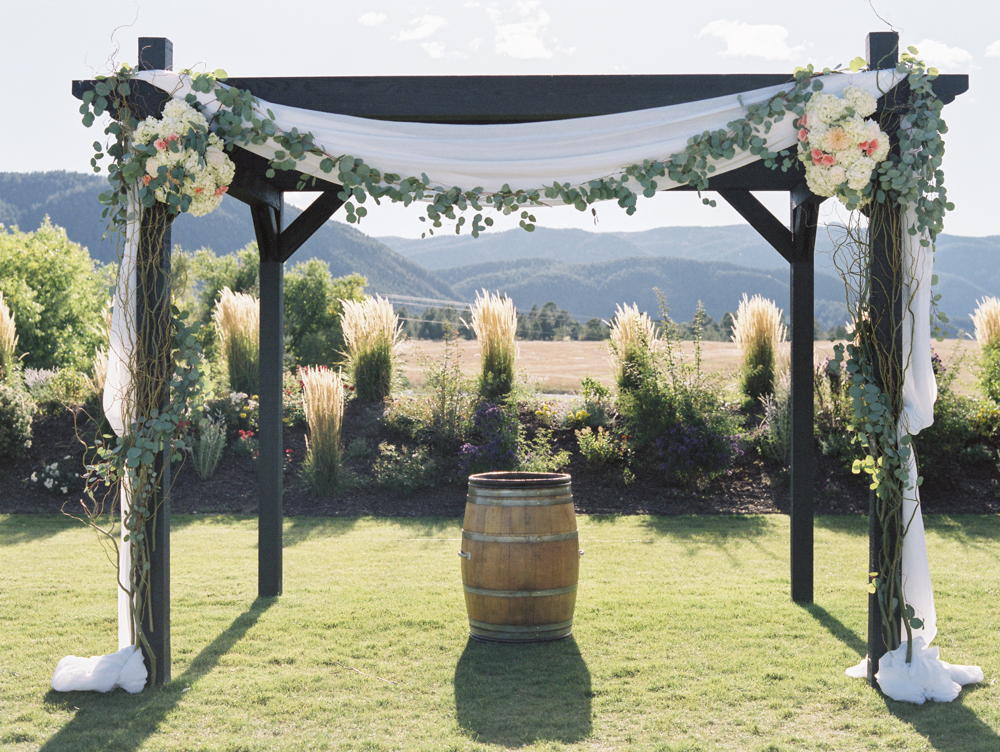 Aisle flowers, colorado wedding planner, colorado wedding ceremony, crooked willow wedding
