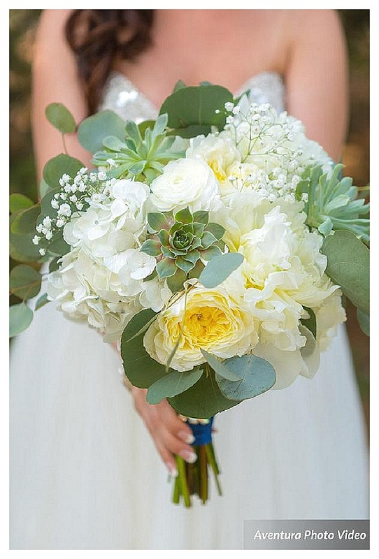 colorado wedding planner, denver wedding coordinator, wedding planner in Denver, colorado mountain wedding planner, white wedding bouquet