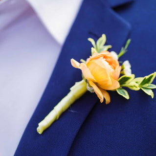 groom getting ready photo, detail photos, ytellow boutonniere, mountain wedding planner, colorado wedding planner, ten mile station breckenridge, destination wedding planning