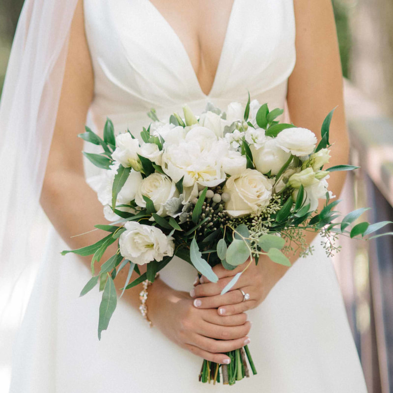 bridal bouquet, wedding details, colorado wedding inspiration, beaver creek wedding chapel, real weddings, bride holding bouquet, mountain wedding planner