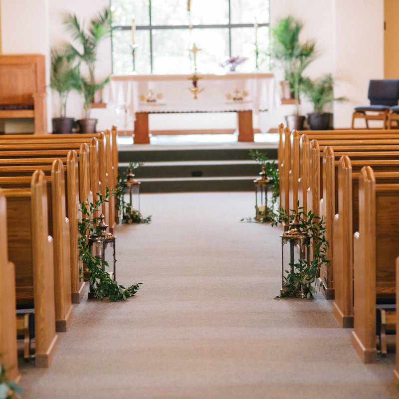 beaver creek wedding chapel pews, detail photo of ceremony, aisle decor, sweetly paired wedding planning, colorado wedding planner, mountain wedding inspiration