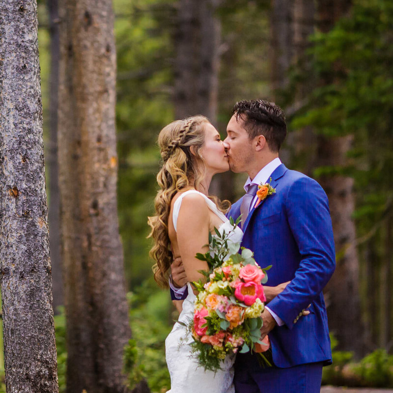bright wedding photography, Bride and groom portrait, ten mile station, mountain wedding planner, breckenridge wedding planner, colorado wedding planner, sweetly paired, mountain wedding inspiration, destination wedding planner