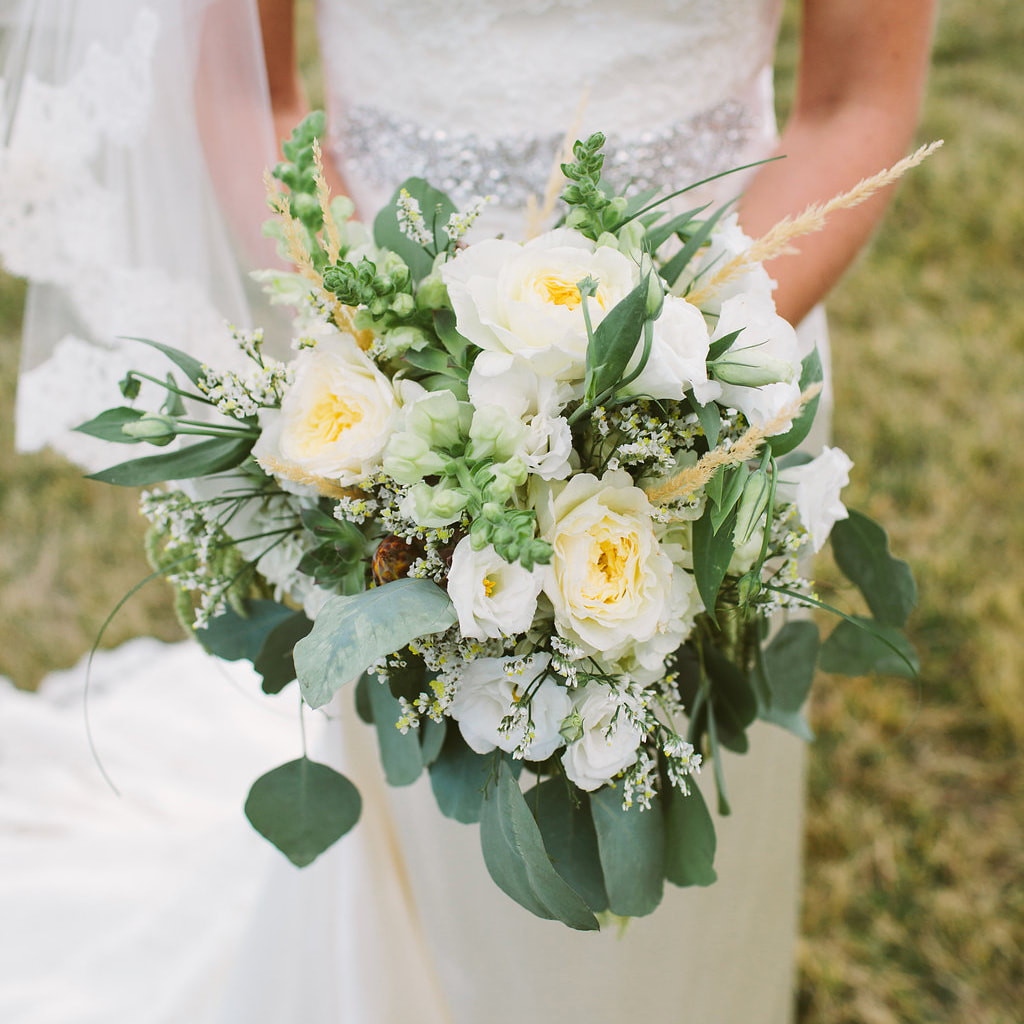 Bridal bouquet, detail photos, wedding day, denver wedding planner, sweetly paired weddings, summer wedding inspiration, deer creek valley ranch wedding planner