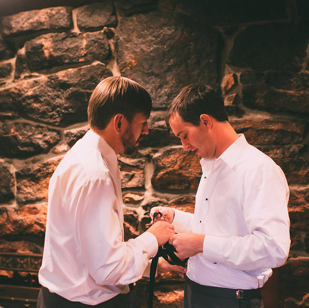 groom getting ready photo, detail photos, boutonniere, denver wedding planner, colorado wedding planner, summer wedding, deer creek valley ranch grooms room, destination wedding planning