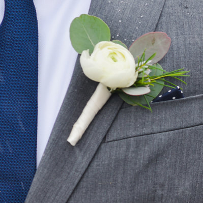 groom getting ready photo, detail photos, denver wedding planner, colorado wedding planner, groomsmen boutonniere on gray suit